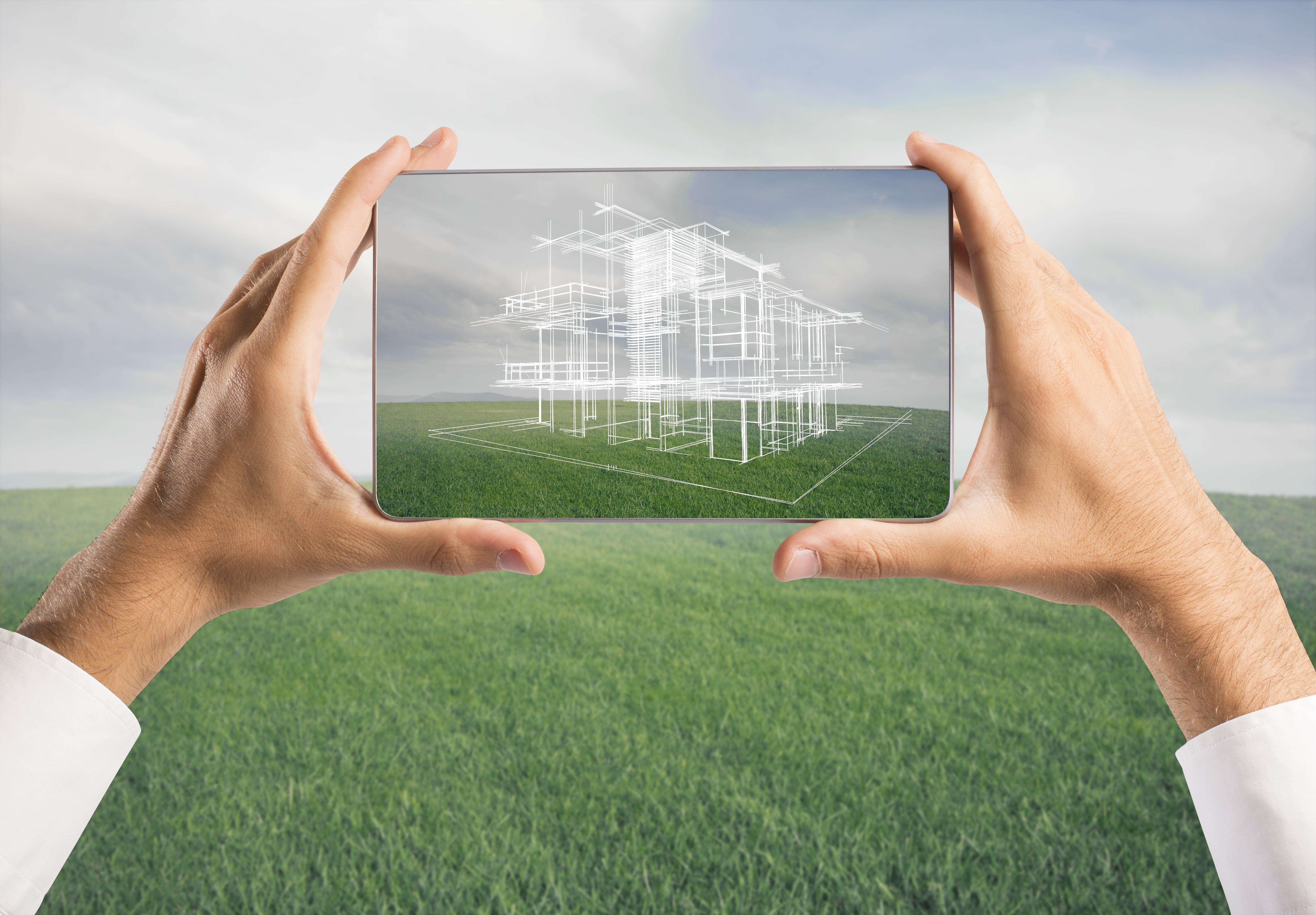 Arquitecto valorando terreno